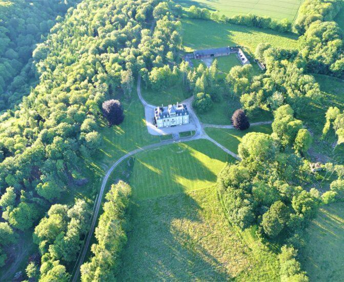 Vue aérienne Château à côté de Trégunc